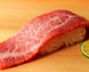 肉握り寿司 霜降り/赤身 800円/750円(税抜)